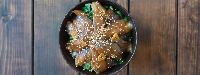 ゴマの香るアジの漬け丼!お茶漬けにもできる簡単レシピ
